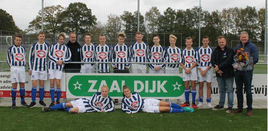 Team foto JO17-1 met sponsor Zaal Dijk